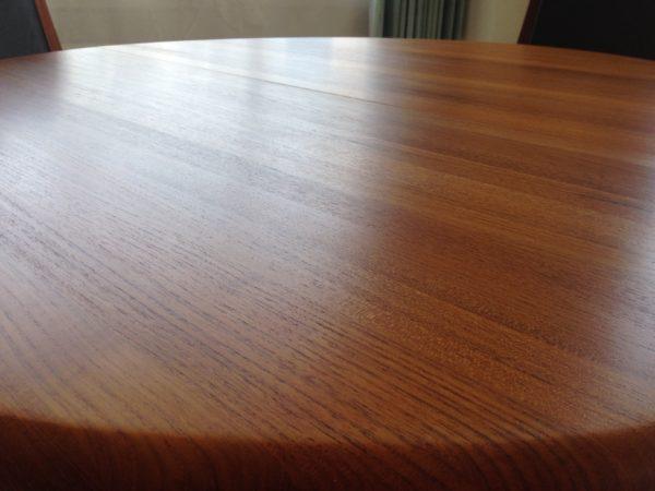北欧ヴィンテージダイニングテーブルの再塗装修理