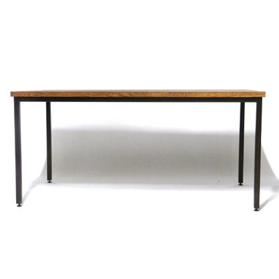 ナラ無垢材のダイニングテーブル